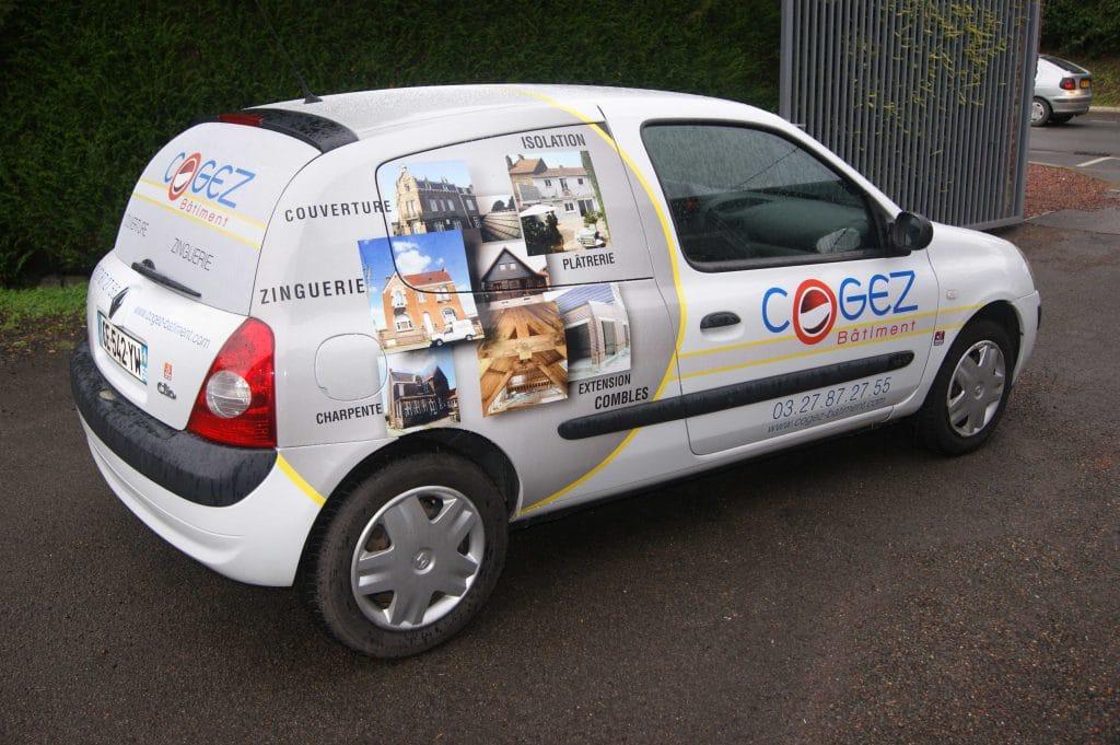Marquage d'une voiture avec différent adhésifs : Micro-perforé, impression numérique et DAO - Cogez Habitat / Cuincy