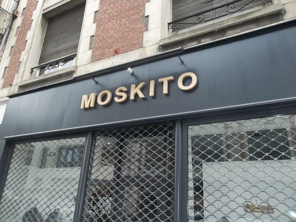 Lettres en PVC découpées mises à la teinte dorée - Moskito