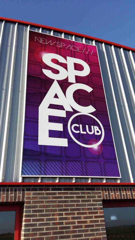 Toile tendue extérieure - Space Club / Marquion