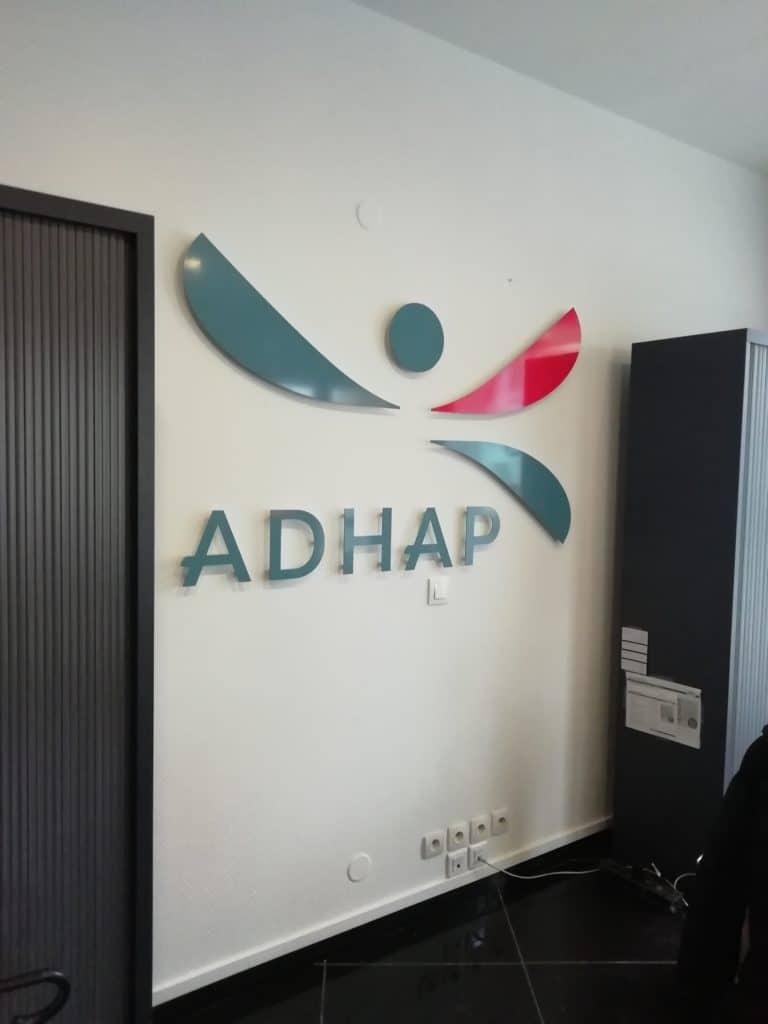 Lettres et formes découpées en Dibond avec impression numérique - Adhap / Lens